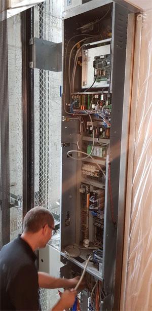 Aufzugsteuerung: Druckknopfsteuerung - Zielrufsteuerung - Sammelsteuerung